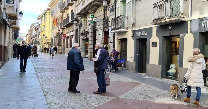 Aragón levanta los confinamientos de las tres provincias y mantiene el cierre perimetral de la comunidad. En la imagen, la Calle Mayor de Jaca, esta mañana. (FOTO: Rebeca Ruiz)