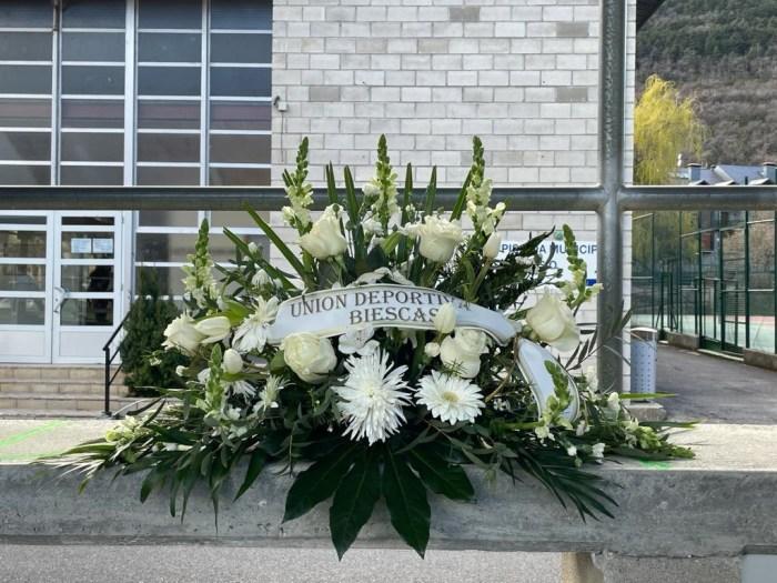 Sencillo homenaje de la UD Biescas a las víctimas de la pandemia.