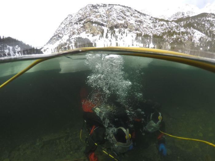 Imagen de archivo de las prácticas de buceo en aguas frías. (FOTO: Armada Española)