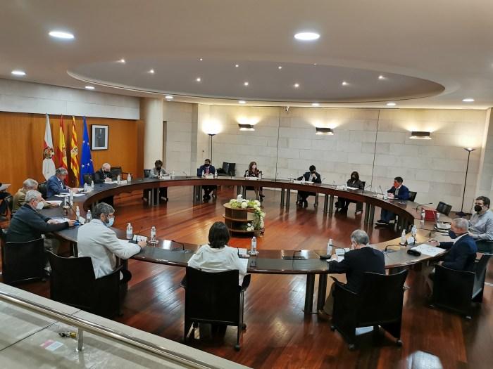 La Diputación de Huesca invertirá casi 20 millones en actuaciones en los pueblos, casi el doble que en 2020. En la imagen, un momento del pleno celebrado hoy. (FOTO: DPH)