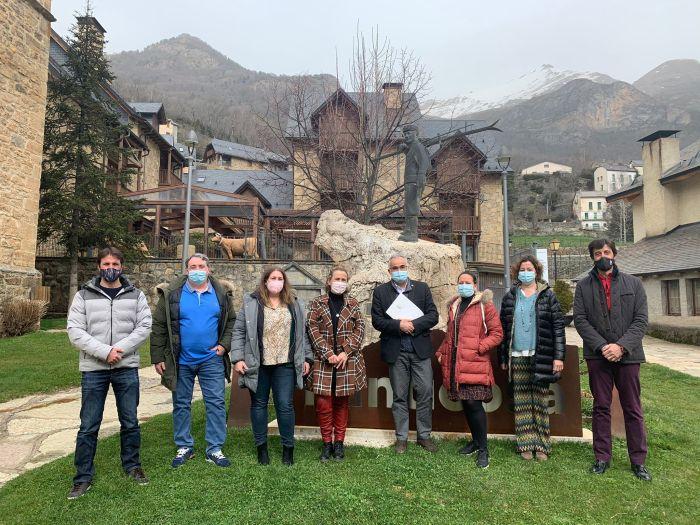 El lugarteniente del Justicia de Aragón conoce in situ la grave situación del Pirineo Aragonés. (FOTO: SOS Pirineo Valle de Tena-Tierra de Biescas)
