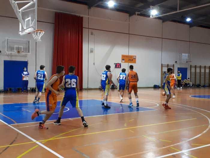 Un momento del partido disputado por el equipo Cadete Masculino. (FOTO: Club Baloncesto Jaca)