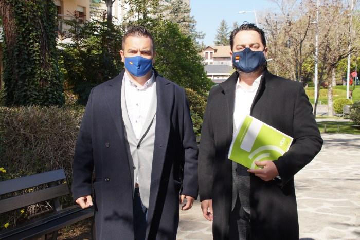 Laborda y Arranz, durante su visita a Jaca. (FOTO: Rebeca Ruiz)