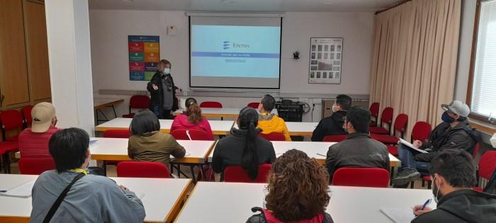 Estudiantes de Actividades Auxiliares de Almacén visitan la fábrica de Ercros en Sabiñánigo.