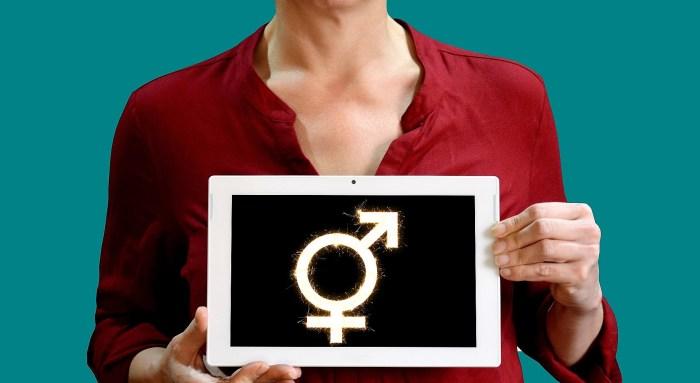 Acción Grrrl de Jaca aborda la realidad del colectivo trans con un acto en la Casa de la Cultura