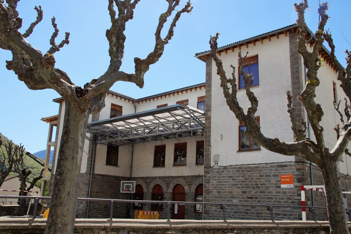 Nuevo impulso a la ampliación del colegio de Biescas, que se prevé esté terminada en 2022. (FOTO: Rebeca Ruiz)