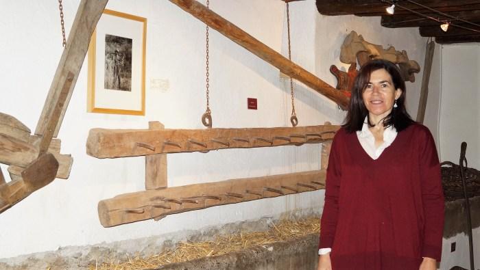 La colección del Museo Ángel Orensanz y Artes de Serrablo se acerca ya a las 3.800 piezas. Begoña Subías, directora del museo. (FOTO: Rebeca Ruiz)