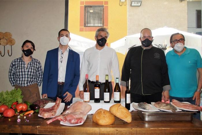 El Cobarcho vuelve a crear tendencia en Jaca con su cocina de temporada y sus sabores únicos. Un momento de la presentación de la nueva carta de temporada. (FOTO: Rebeca Ruiz)