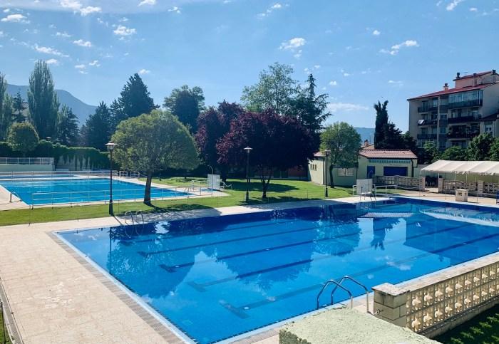 Sabiñánigo abre las piscinas del parque este fin de semana y las de Puente Sardas, el siguiente. En la imagen, piscinas del parque. (FOTO: Ayuntamiento de Sabiñánigo)