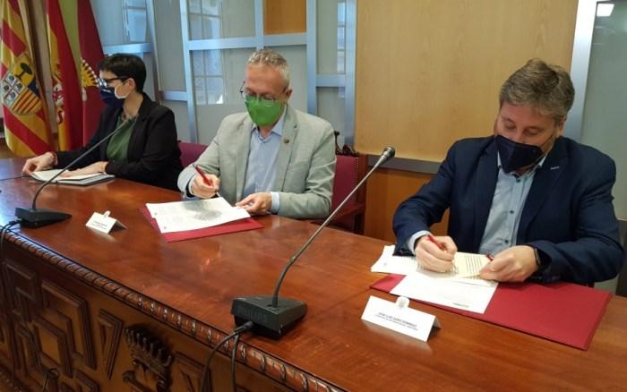 Un momento de la firma del convenio del Plan de Erradicación del Chabolismo.