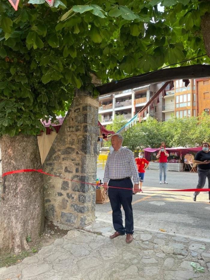 Abre sus puertas en Panticosa el XXIV Mercado Medieval. Un momento de la inauguración, con las autoridades y los personajes del Medievo.