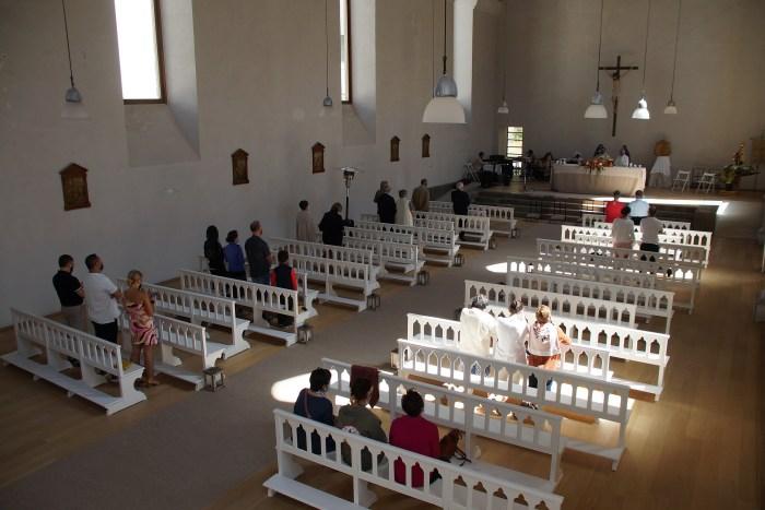 Celebración de los actos de la Virgen del Carmen en la iglesia del Balneario de Panticosa, conocida  como la Catedral del Pirineo. (FOTO: Rebeca Ruiz)