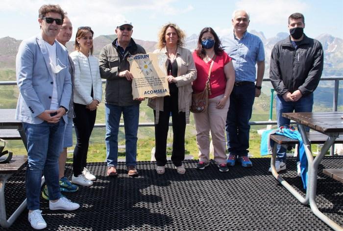 Entrañable homenaje de los empresarios de Acomseja a la estación de Astún. (FOTO: Rebeca Ruiz)