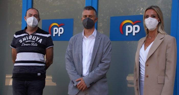 """El PP de Jaca denuncia la """"incapacidad"""" del equipo de gobierno para gobernar. De izda. a dcha., Ventura, Serrano y Muñoz. (FOTO: Rebeca Ruiz)"""