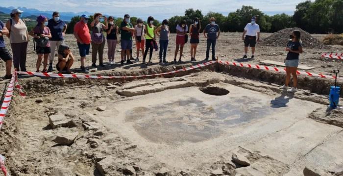 Artieda celebra la aparición de su villa romana, fruto del descubrimiento de un mosaico en 1963. (FOTO: Ayuntamiento de Artieda)