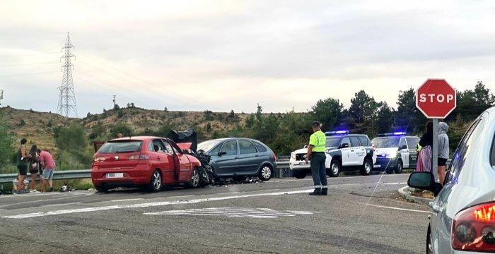 Aparatoso accidente en Hostal de Ipiés, con 12 heridos y tres vehículos implicados. (FOTO: Rebeca Ruiz)