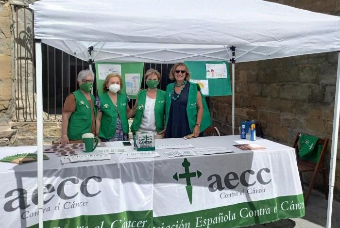 Tradicional cuestación de verano de la Asociación Española Contra el Cáncer en Jaca. (FOTO: Javi del Pueyo)