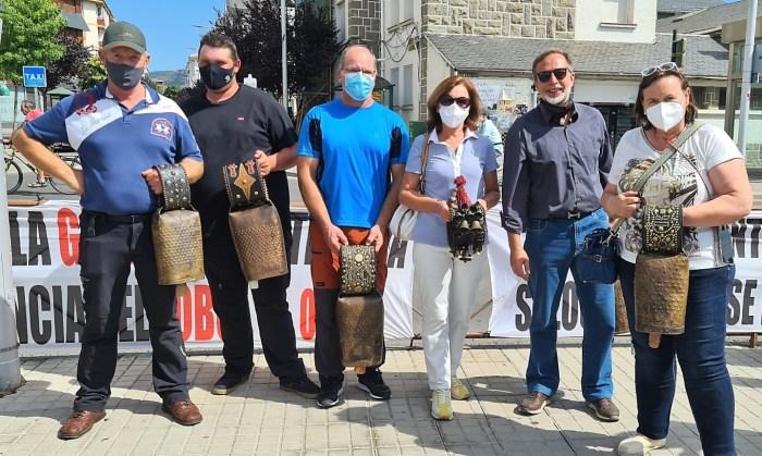 La Jacetania se echa a la calle para pedir una solución frente a los ataques del lobo. (FOTO: Rebeca Ruiz)