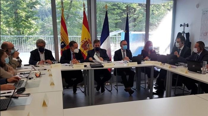 Nuevos pasos de España y Francia para la reapertura del Canfranc. Un momento de la reunión del grupo de trabajo en Canfranc. (FOTO: Gobierno de Aragón)