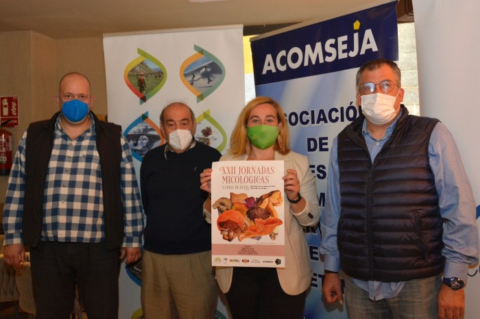 Tiempo de setas y sabores de otoño en Jaca. De izq. a dcha., Viu, Fernández, Moratinos y Pérez Chaparro. (FOTO: Ventura Chavarría)
