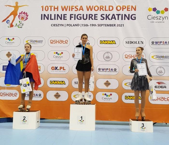 Ángela Martín-Mora, oro en el X WIFSA World Open de Patinaje de Polonia. Podium Categoria Senior Elite.