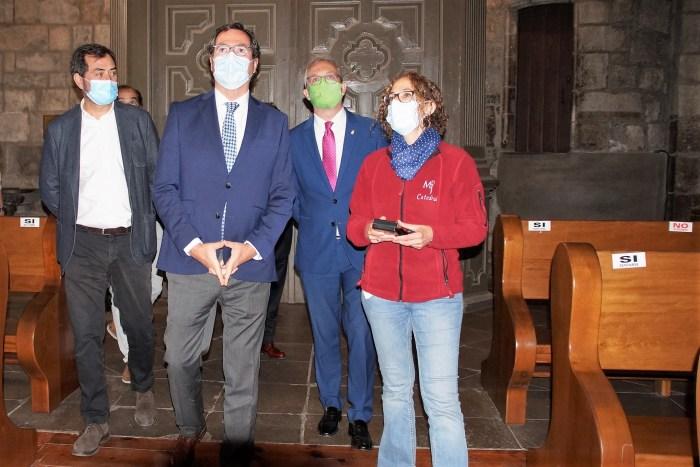 Un momento de la visita a la Catedral de Jaca. (FOTO: Rebeca Ruiz)