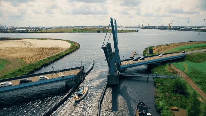 Nauernase brug tussen zijknaal D en het Noordzeekanaal