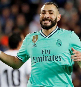 Benzema juega vendado