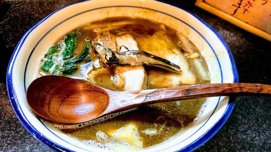 煮干しが丸々1匹のった魚介系ラーメン【大阪 福島 烈志笑魚油 麺香房 三く】