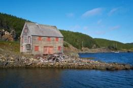 Maison abandonnée au bord d'un Lac