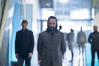 """DC's Legends of Tomorrow -- """"Progeny""""-- Image LGN110a_0396b.jpg -- Pictured (L-R): Arthur Darvill as Rip Hunter and Casper Crump as Vandal Savage -- Photo: Diyah Pera/The CW -- © 2016 The CW Network, LLC. All Rights Reserved."""