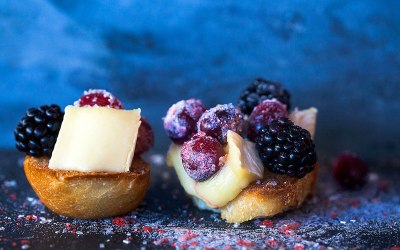 Sparkling Cranberry and Brie Crostini