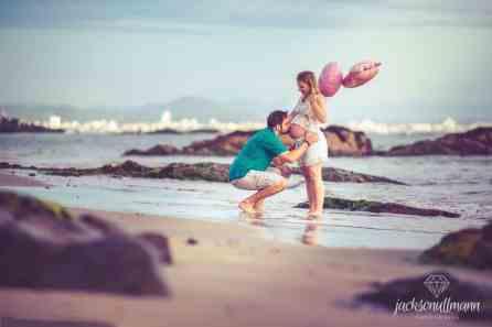 Foto de gestante de Gaspar na Praia de Penha por Jackson Ullmann Fotografia
