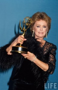 rue-mcclanahan-holding-her-emmy-3-6-10-kc