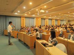 東吳大學資管系黃心怡老師與傑克老師