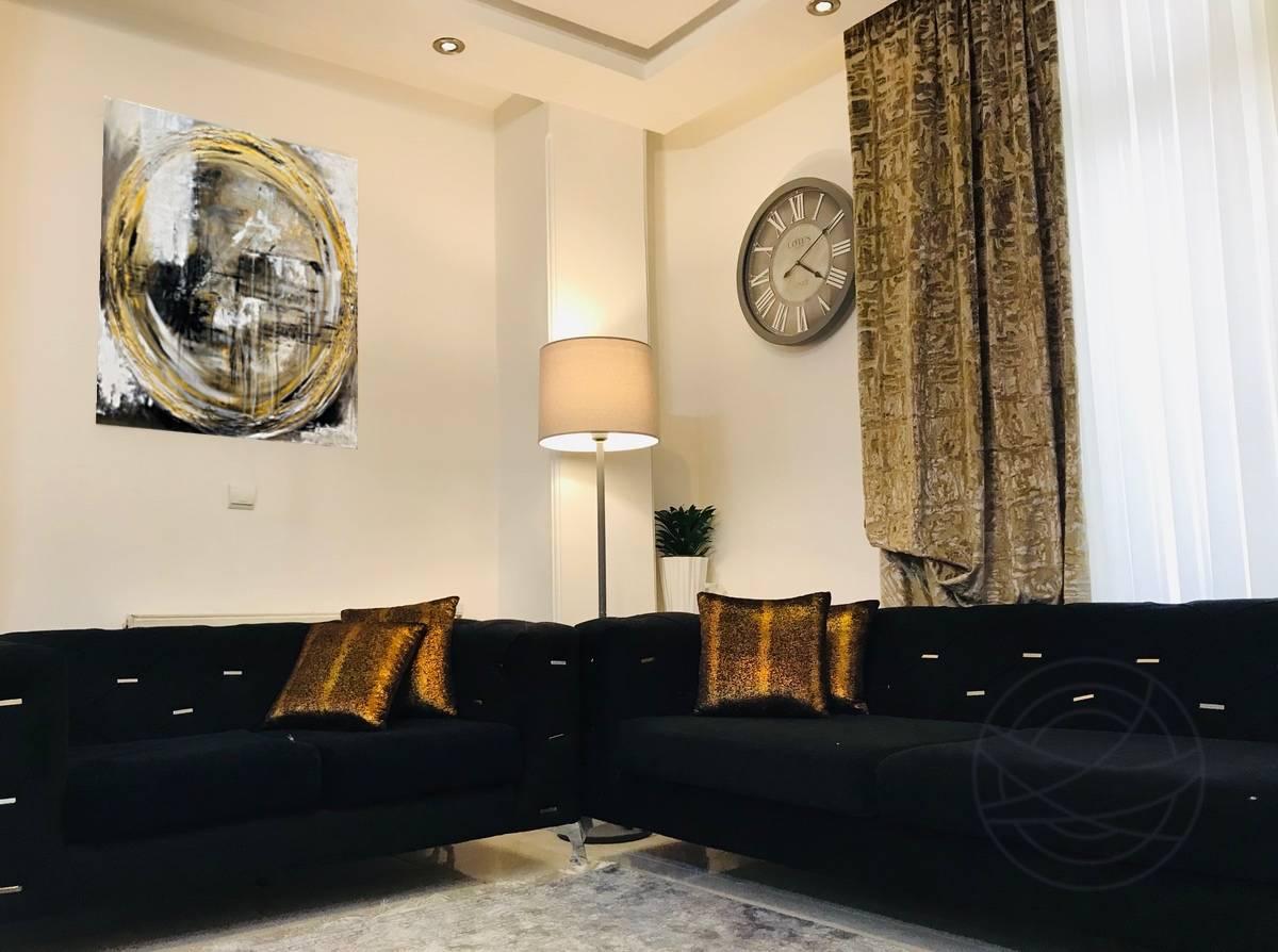 Niloofar Mahafel – Passing Of Time – room – m