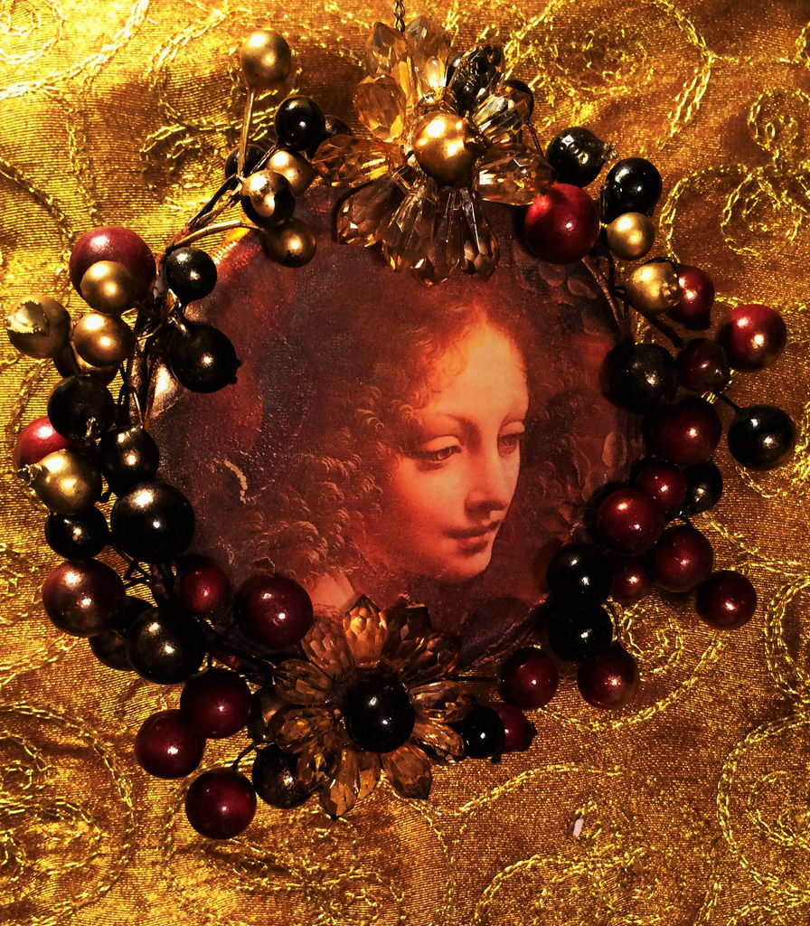 Madonna-on-a-berry-bough-circle-Da-Vinci-3.5-x-3.534