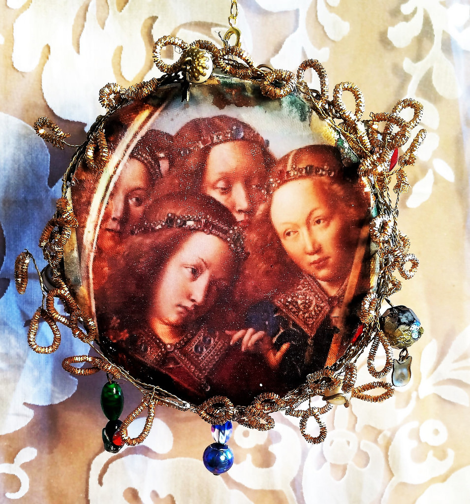 Three-musician-angels-on-a-beaded-circle-_-Van-Eyck