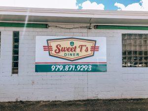 Sweet T's Diner in Freeport