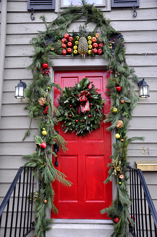 Colonial Christmas Decor