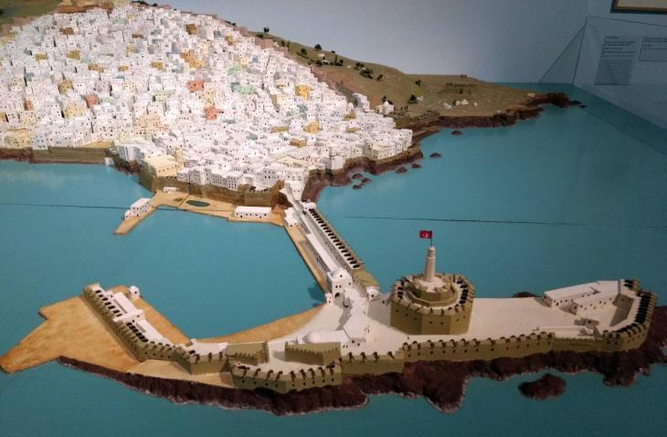 « L'Algérie politique, histoire et société » par Jean-Claude VATIN Vue de l'Ile en face d'Alger, reliée à la terre par les turcs