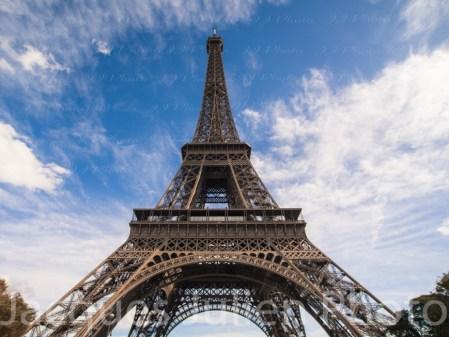 Vue en Grand Angle de la Tour Eiffel – Photo stock
