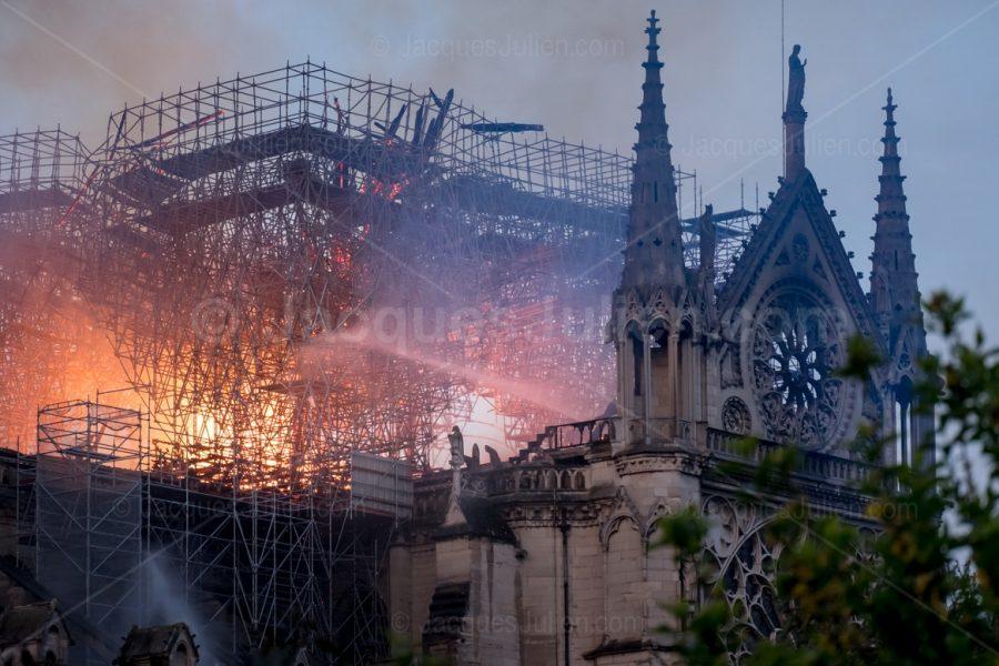 scaffolding burning Paris church