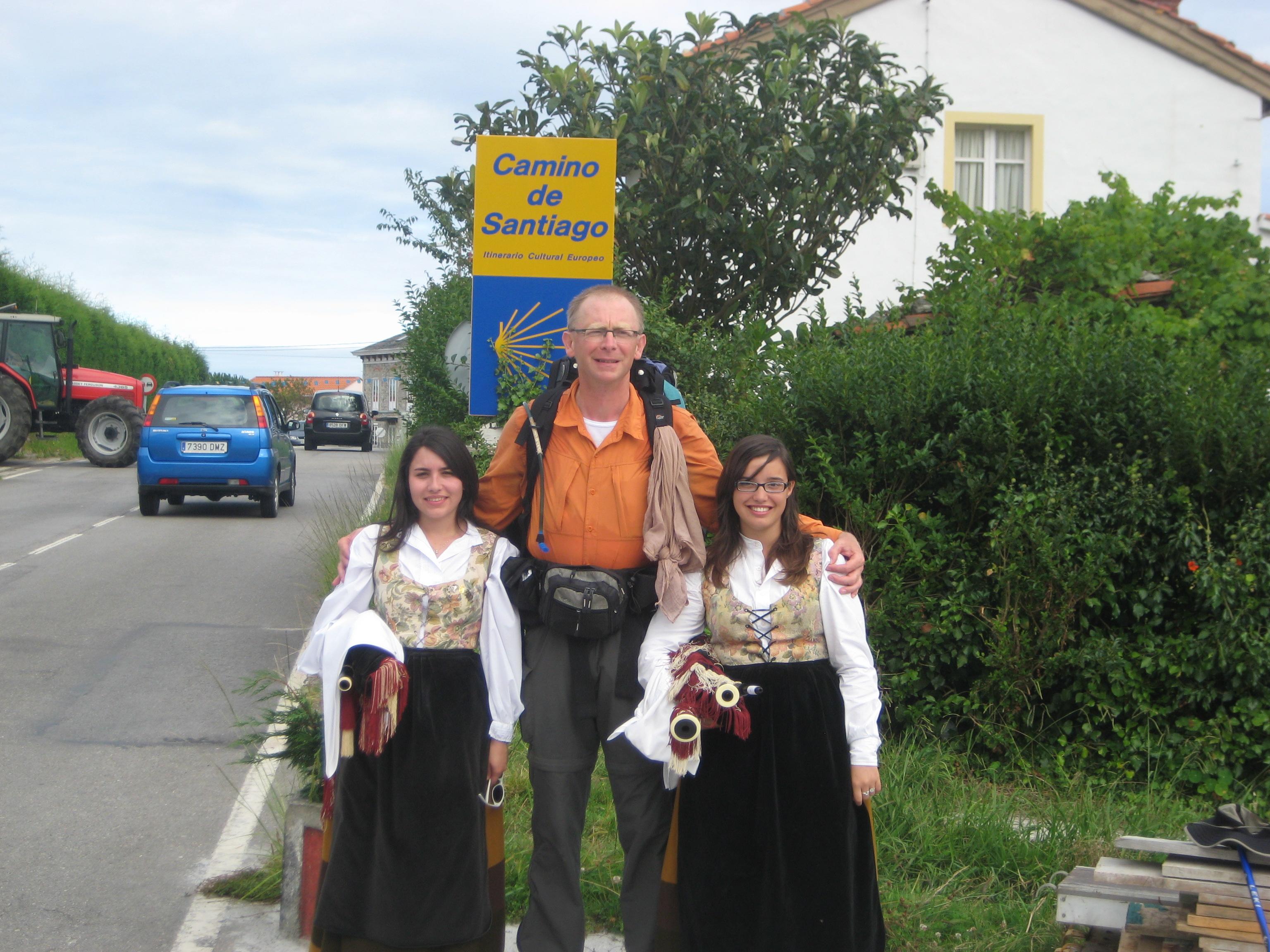"""Johanna et Patricia du groupe Folk """"Avante Cuideiru"""" et le Jacquet..."""
