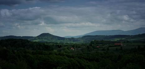 Na zboczach góry można jeszcze dzisiaj znaleźć ślady po średniowiecznych poszukiwaczach złota