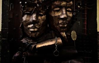 Bóg o dwóch twarzach czekający na swoją daninę? Rua de Santa Maria N. 114 autor Jose Fernandes