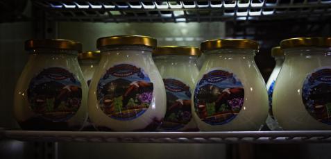 Chyba nic tak dobrze nie smakuje jak wypity ponad 1200 m n.p.m. jogurt, ze świadomością, że jest pity w miejscu jego powstania. Oprócz tradycyjnego naturalnego smaku, są również dostępne wersje z darami lasu, sadów, łąk i ogrodów. W zależności od pory roku.