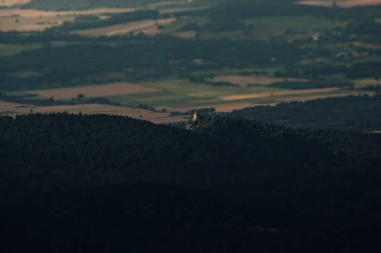 31 sierpnia 1675 od uderzenia pioruna zamek spłonął i nigdy nie został już odbudowany. Obecnie cel wszystkich wycieczek i charakterystyczny punkt Przedgórza Karkonoskiego.