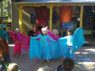 Ha-babies effortlessly gliding at Crazy Day, Bellingen 2011