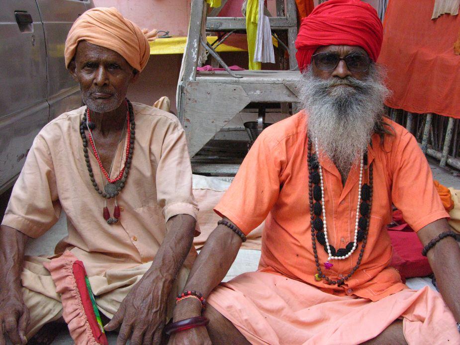 worshipers, Delhi, India. Image by Jade Jackson